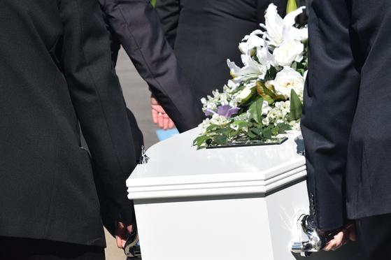 동생의 갑작스러운 사망으로 상속 재산을 어떻게 해야 하는지 고민이다. 미혼인 동생이 남겨 놓은 재산은 가족 중 누가 상속을 받게 되고 상속세는 어떻게 될까? [사진 pixabay]