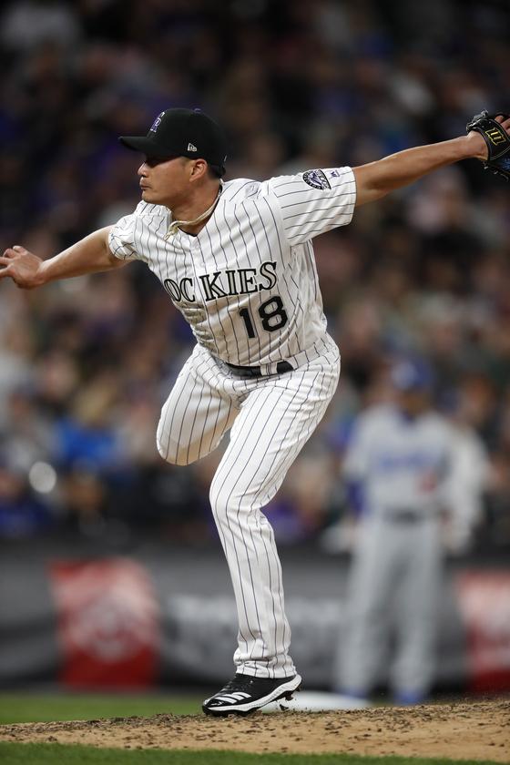 콜로라도 불펜투수 오승환이 7일 LA 다저스와의 홈경기에서 역투하고 있다. [AP=연합뉴스]
