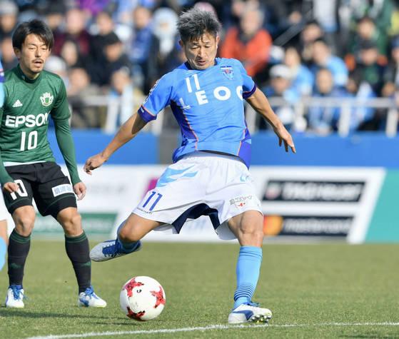 일본축구 레전드 미우라 카즈요시가 J리그 최고령 출전 기록을 스스로 뛰어넘었다. [AP=연합뉴스]