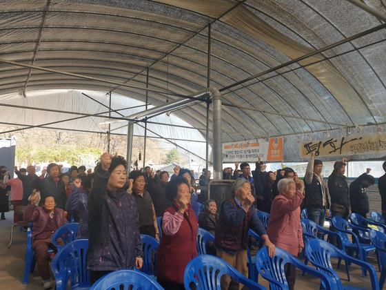 경북 성주군 소성리에서 사드를 반대하는 수요집회가 지난 3일 오후 열렸다. 주민 등 70여 명이 참가해 일반환경영향평가에 대한 반대 목소리를 냈다. 성주=백경서 기자