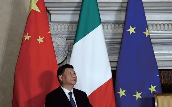 시진핑 중국 국가주석은 3월 23일 이탈리아의 수도 로마에서 주세페 콘테 이탈리아 총리와 일대일로 양해각서(MOU) 서명식을 열었다. / 사진:연합뉴스