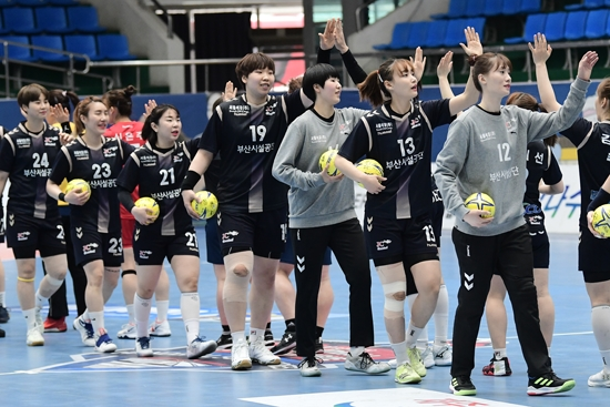 SK 핸드볼코리아리그 여자부 부산시설공단이 창단 이후 첫 우승을 차지했다. 대한핸드볼협회 제공