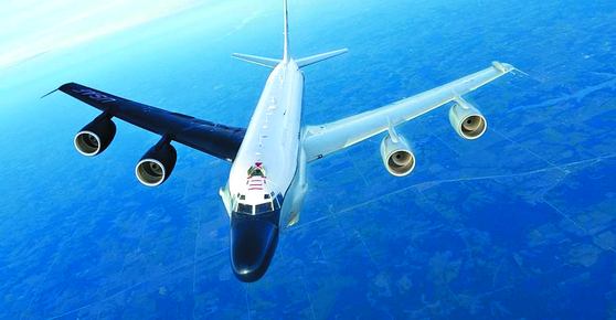 RC-135S 코브라볼은 적외선 센서와 광학 카메라, 첨단 통신설비를 달아 탄도미사일의 발사 징후를 찾고 궤적을 추적하며 낙하지점을 계산할 수 있다. [사진 MDAA]