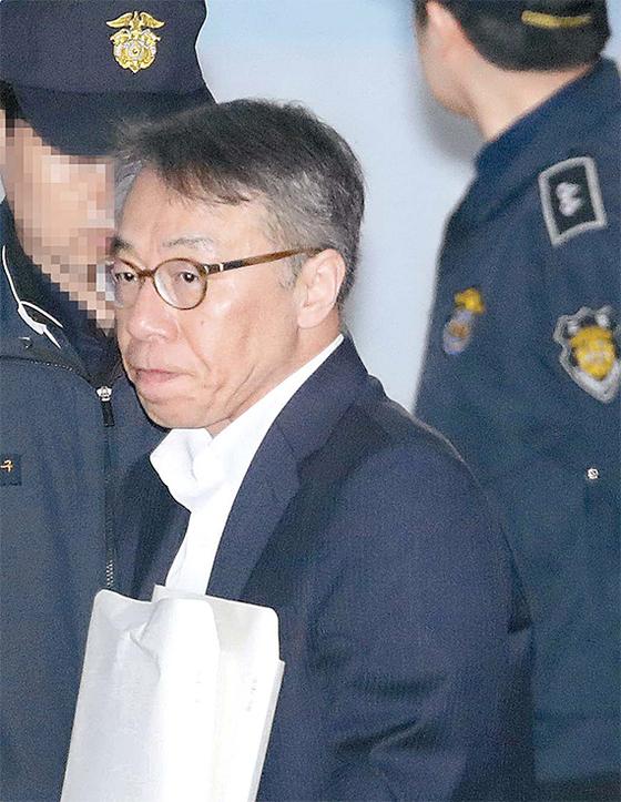임종헌 전 법원행정처 차장이 2일 서울중앙지법에서 열린 재판에 출석하고 있다. [뉴시스]