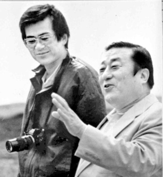 아버지인 한진그룹 조중훈 창업주(오른쪽)와 함께한 대한항공 부사장 시절의 조양호 회장