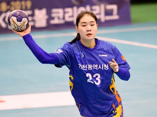 여자부 득점왕을 수상한 인천시청 송지은. 대한핸드볼협회 제공
