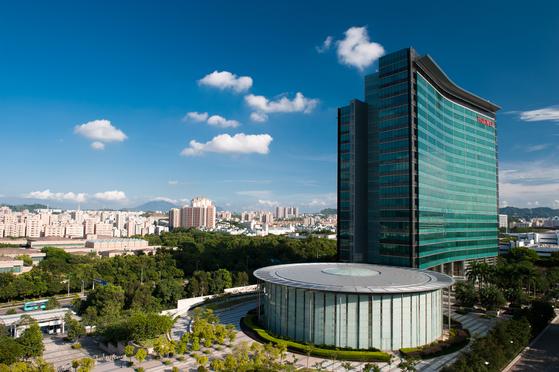 중국 광저우의 선전에 있는 화웨이의 연구개발 센터에서는 2만여명의 연구개발자가 근무하고 있다. 화웨이는 선전 외에 동관단지에 있는 연구개발센터에도 6만 여명의 연구개발자가 있다. [사진 화웨이]