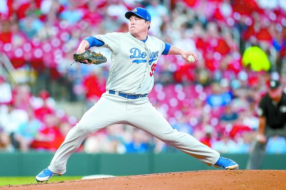 9일 세인트루이스전에서 왼 내전근 부상을 입은 LA 다저스 류현진. [AP=연합뉴스]