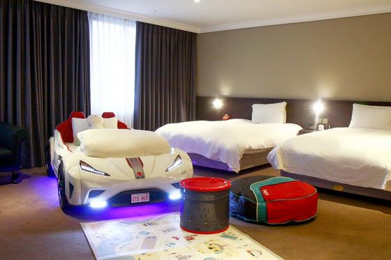 아이들이 좋아하는 자동차 모양의 침대를 둔 호텔. [사진 글래드호텔앤 리조트 ]