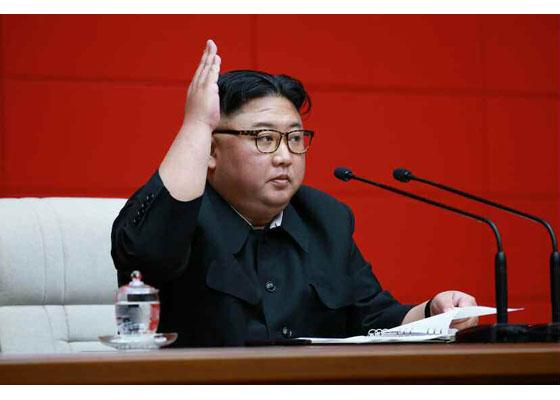 북한 노동신문은 김정은 국무위원장이 지난 9일 노동당 중앙위원회 본부 청사에서 '조선노동당 중앙위원회 정치국 확대회의'를 주재했다고 10일 보도했다.[노동신문]