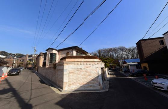 서울 강남구 세곡동의 한 단독주택 용지에 지어진 주택.[중앙포토]