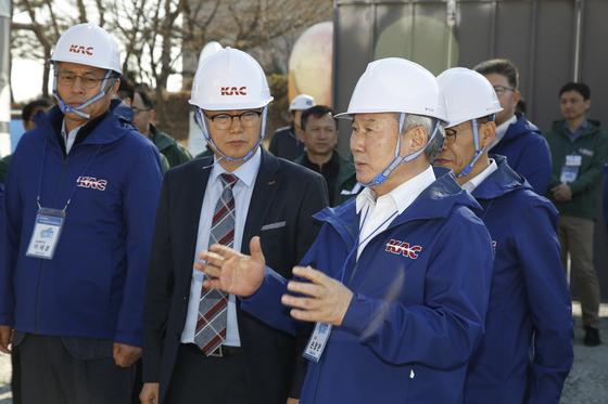 손창완 한국공항공사 사장은 지난해 12월 취임 직후 전국 14개 공항을 돌며 현장점검을 했다. [중앙포토]