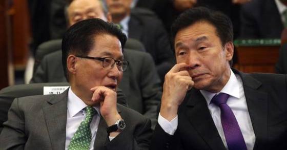 박지원 민주평화당 의원과 손학규 바른미래당 대표. [중앙포토]