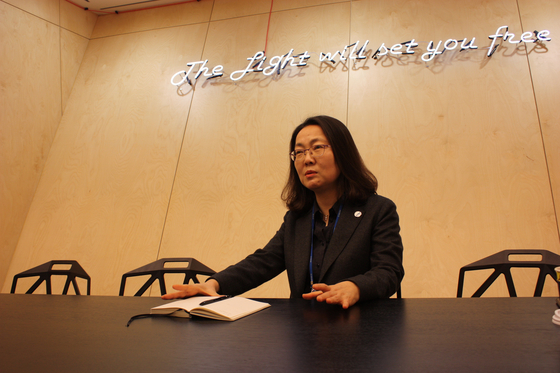 김수정 코오롱생명과학 바이오연구소장이 최근 이 회사의 '인보사'를 둘러싼 여러 쟁점들에 대해 설명하고 있다.