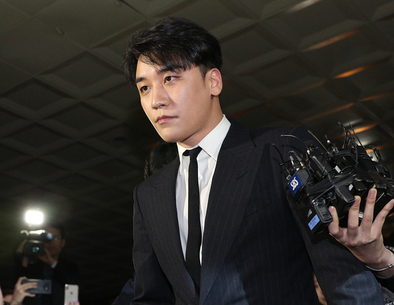 경찰이 가수 승리의 클럽 버닝썬 자금을 횡령한 의혹을 받고 있다[사진=뉴스1]