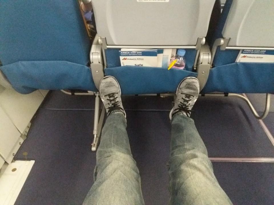 일반석 중에서 비상구 좌석은 앞 뒤 간격이 넓어 다리를 편하게 뻗을 수 있다. [블로그 캡처]