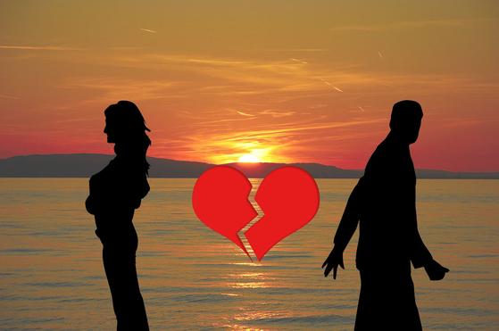 평균 수명이 길어진 지금 황혼이혼이 늘고 있다. [사진 pixabay]