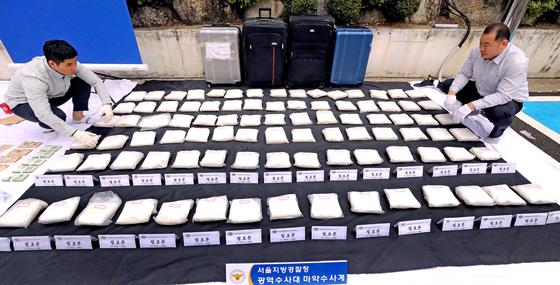 지난해 서울경찰청 광역수사대 마약수사계가 압수한 필로폰. 90 kg분량으로 300만명이 동시에 투약할 수 있는 양이다. 시세는 3000억원 규모다. [뉴시스]