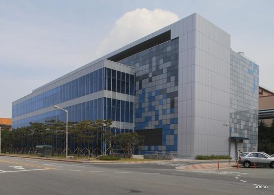 지난해 포항 포스코에 신설된 데이터센터 전경. 각 공장에서 생산된 스마트 팩토리 데이터는 이곳에 쌓인다. 포스코는 이곳에 쌓인 데이터를 인공지능 재학습에 활용한다. [사진 포스코]