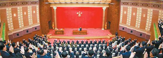지난 10일 열린 노동당 전원회의에서는 김 위원장이 주석단에 혼자 앉아 있다. 통일부는 김 위원장의 내부 위상이 한층 강화된 것으로 평가했다. [조선중앙통신=연합뉴스]