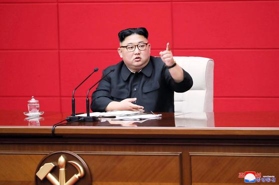 지난 11일 북한 조선중앙통신이 보도한 노동당 제7기 제4차 전원회의 주재하는 김정은 국무위원장 모습. [연합뉴스]