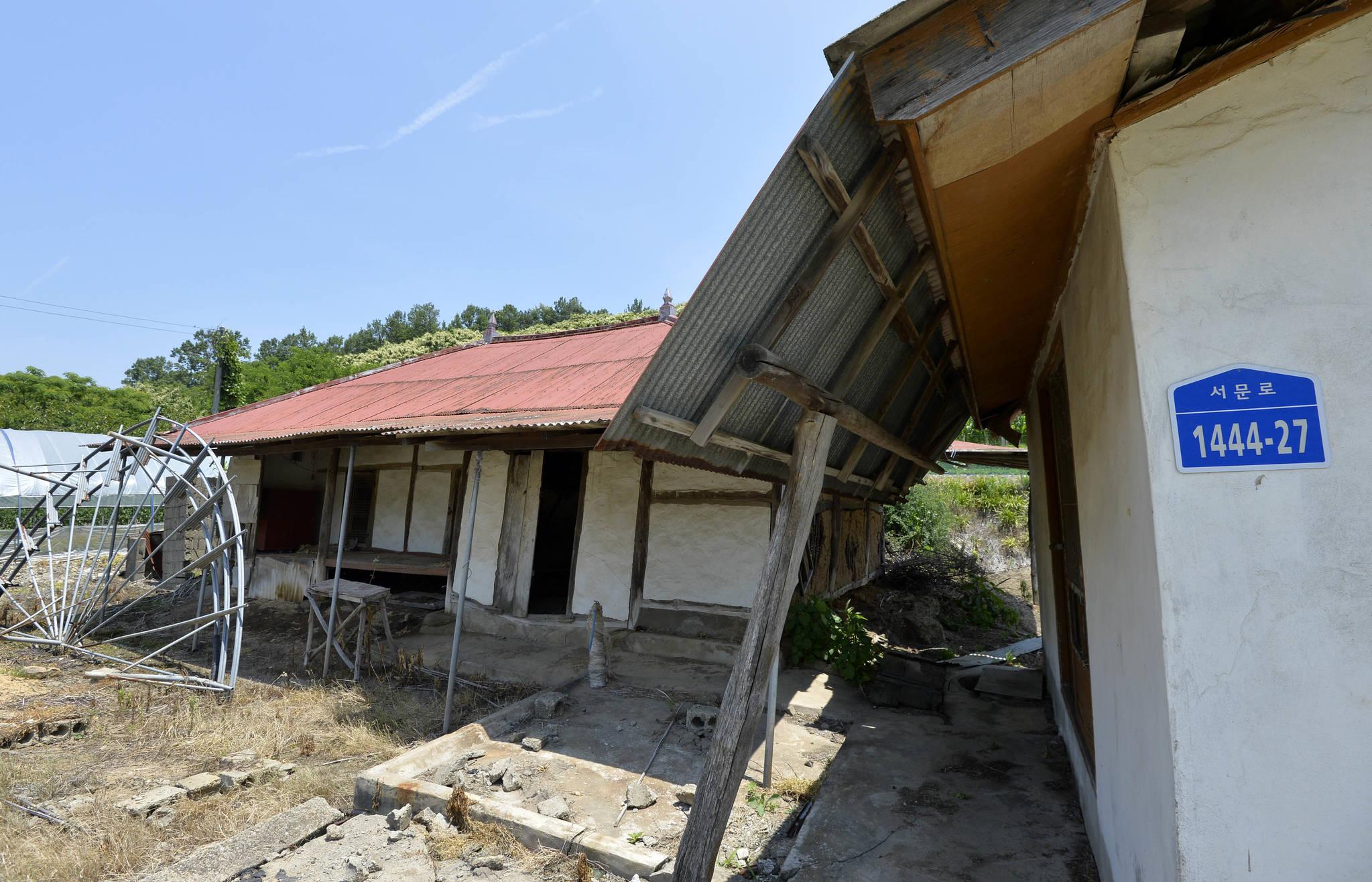 고령화가 심각한 농촌마을 중 한 곳인 충남 서천군 문산면 은곡리에 위치한 폐가 모습. 김성태 프리랜서