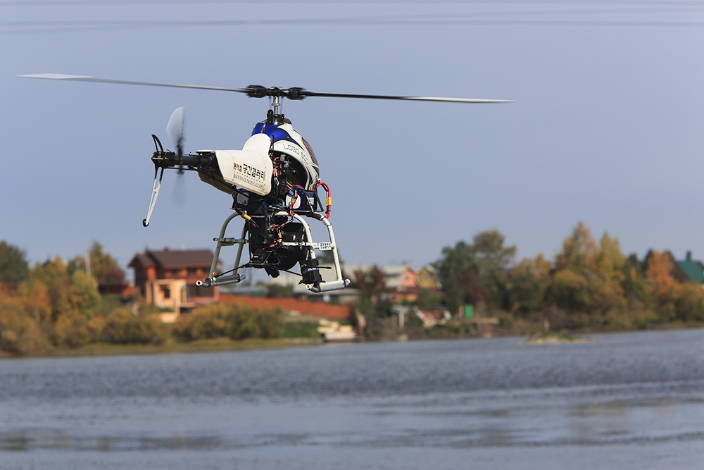 2010년 국내에서는 처음으로 시도된 헬기다 하단에 장착된 전후좌우 구동 짐벌도 문 대표가 직접 제작했다. /문재철 제공