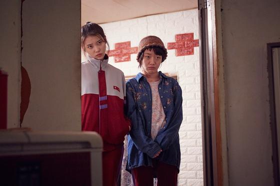 세 번째 에피소드 '키스가 죄'. 친구 사이로 등장하는 심달기 배우와 호흡이 돋보인다.[사진 넷플릭스]