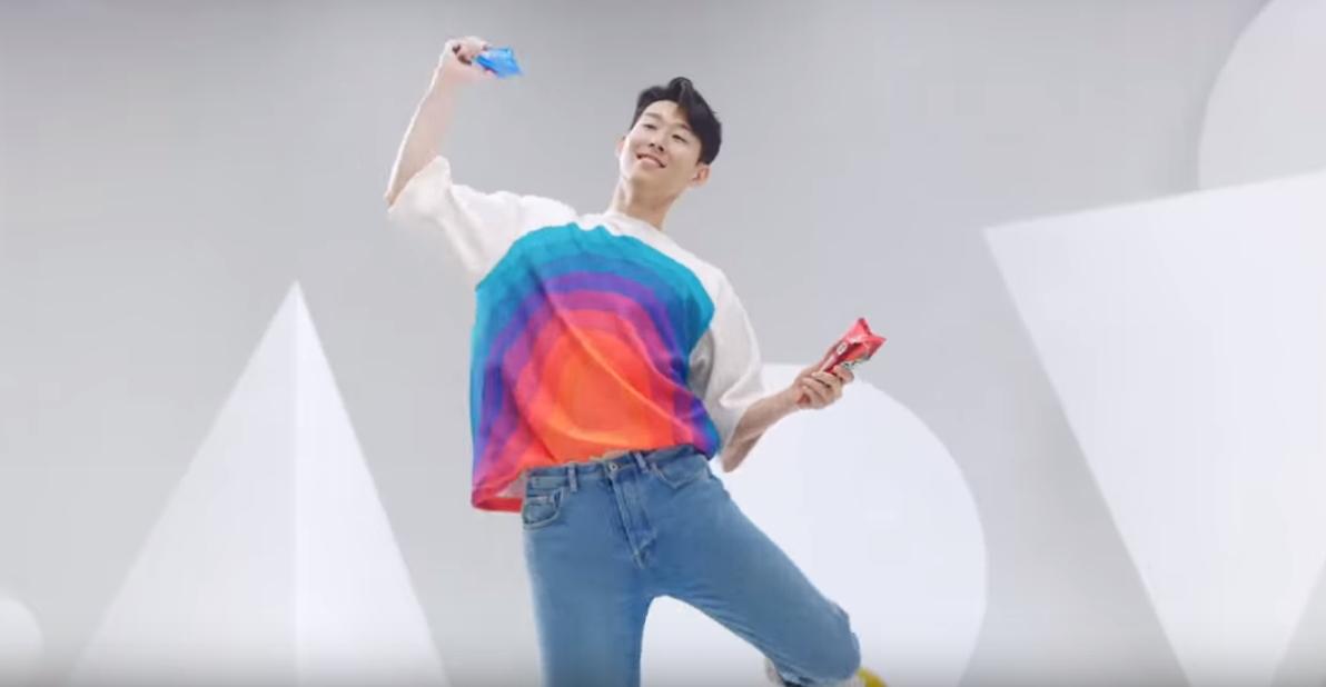 손흥민은 아이스크림을 마르카스처럼 들고 귀여운 댄스를 선보였다. [슈퍼콘 유투브 캡처]