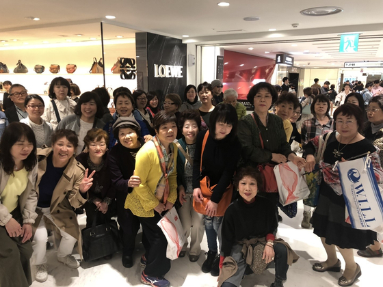 롯데면세점 찾은 일본 단체 관광객. [사진 롯데면세점]