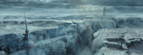 영화 '유랑지구'에는 동방명주 등 중국 상하이의 명소가 얼음에 덮혀 폐허처럼 변해버린 모습이 등장한다. . 사진=씨네그루(주)키다리이엔티