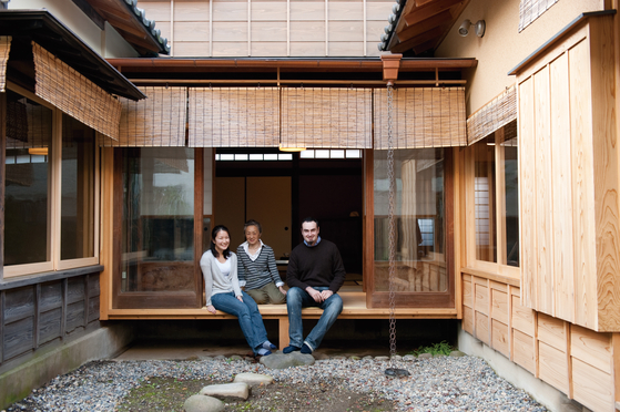 1930년대 지어진 도쿄 시나가와 구의 옛 가옥. '옛 가옥의 아름다움'이라는 광고를 내 매입자를 찾았다. 새 자재를 일부 사용했지만 덧붙인 흔적이 없도록 절묘하게 보수했다. [사진 '당신의 라이프스타일을 중개합니다' ⓒ이케다 마사노리]