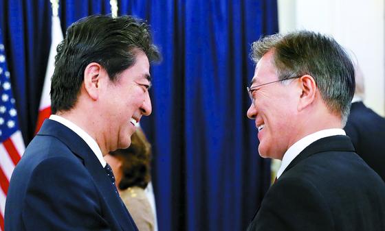 日언론 아베, 6월 오사카 G20 때 文과 정상회담 보류 검토