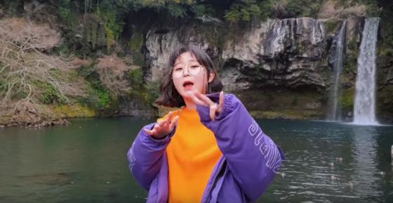 '달지' 이현지 교사는 유명세를 얻은 이후 앨범 준비, 뮤직비디오 촬영을 하는 등 바쁜 나날을 보내고 있다.