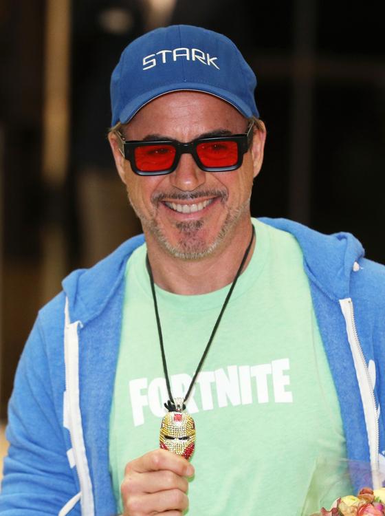 '어벤져스: 엔드 게임(Avengers: Endgame)'에 출연한 헐리우드 배우 로버트 다우니 주니어가 13일 오후 서울 강서구 서울김포비즈니스항공센터(SGBAC)를 통해 입국하고 있다. [뉴스1]