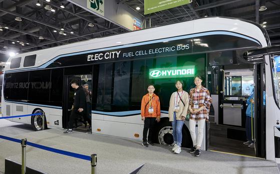 전시장에는 평창동계올림픽 때 운행한 수소전기버스도 선보였다.