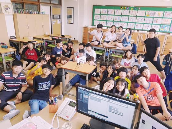 달지 이현지 교사는 지난 2018년 당시 학급 담임을 맡았던 경기도 안산 화정초등하교 6학년 2반 학생들과 '다시 만날 때' 음원을 내놨다. 학생들은 그를 응원하는 든든한 지원군이라는 게 이씨의 설명이다.