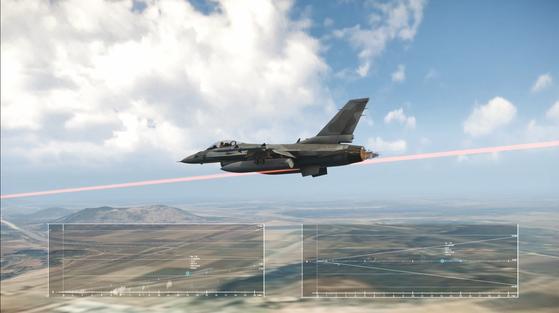 방위사업청이 국내 기술로 개발한 정밀접근레이더(PAR)를 지난 3월 말 공군 1 전투비행단에 첫 실전 배치했다고 15일 전했다.   정밀접근레이더는 공항 관제구역 내 운항항공기에 대한 착륙관제 임무를 수행하는 레이더다.[방사청 제공]