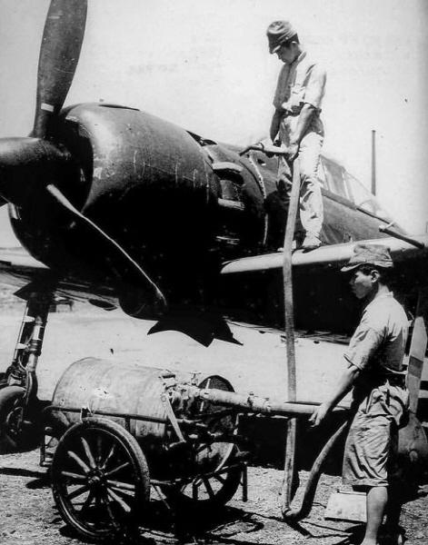 2차세계대전 중 급유하는 일본군 전투기 [중앙포토]