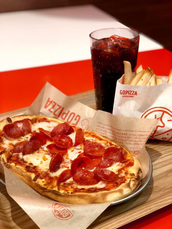 '햄버거 세트'와 비슷한 구성의 '고피자 세트'. 임재원 대표는 '햄버거처럼 먹을 수 있는, 햄버거 가격의 피자'를 컨셉트로 고피자를 만들었다. [사진 고피자]