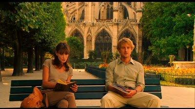 우디 앨런 감독의 영화 '미드나잇 인 파리'의 한 장면.