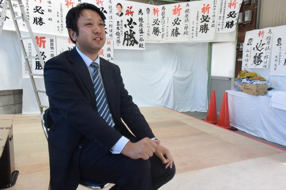 가가와현 의회에 출마했으나, 후보자 부족으로 무투표 당선된 가가미하라 신이치로 의원. 윤설영 특파원.