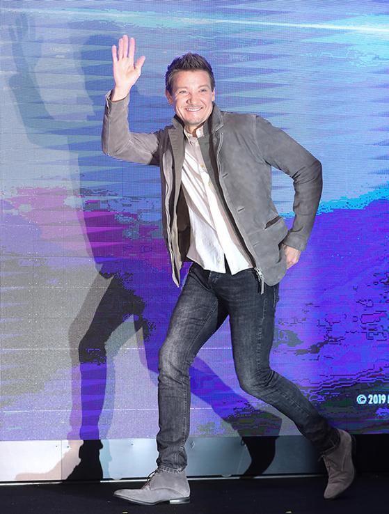 15일 기자회견에 참석한 '어벤져스: 엔드 게임'의 배우. '호크 아이' 제레미 레너. [뉴시스]