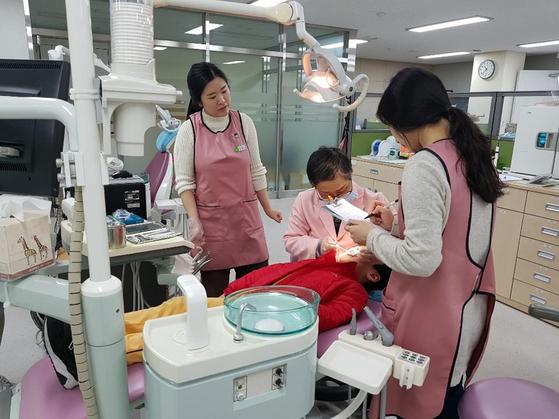 경기 성남시가 초등학교 4학년을 대상으로 시행하던 치과 주치의 사업을 초등학교 5학년으로 확대한다. [사진 성남시]