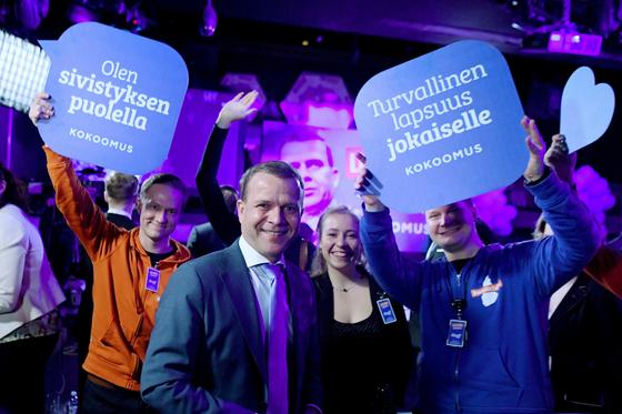 고령화와 저성장 속에 핀란드 총선에서는 복지를 유지하겠다고 공약한 중도 좌파 정당이 재기하는 현상이 나타났다. 공약을 달성할 지는 미지수다. [AP=연합뉴스]