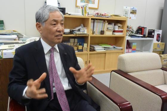 가가와현 의회 의장을 지낸 고쇼노오 교이치 의원이 지난 5일 중앙일보와 인터뷰를 하고 있다. 그 역시 이번 선거에서 무투표 당선됐다. 윤설영 특파원