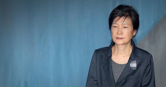 박근혜 전 대통령이 허리디스크 증세를 이유로 형집행정지를 신청했다. [뉴스1]