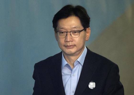 드루킹 댓글 조작에 가담한 혐의로 1심에서 실형을 선고 받고 법정 구속된 김경수 경남지사. [연합뉴스]