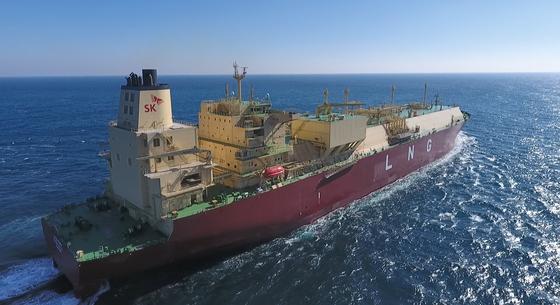 SK E&S가 건조한 LNG 운반선 프리즘 어질리티의 모습. 이달 26일 명명식을 마치고 호주로 떠날 예정이다. 민간 업체가 LNG 운반선을 운영하는 건 국내에서 처음이다. [사진 SK E&S]
