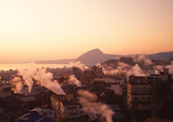 한국인에게 온천 여행지로 인기인 일본 벳푸. 저렴한 숙소도 있지만 고급 료칸을 이용하는 사람도 많다. [사진 일본정부관광국]